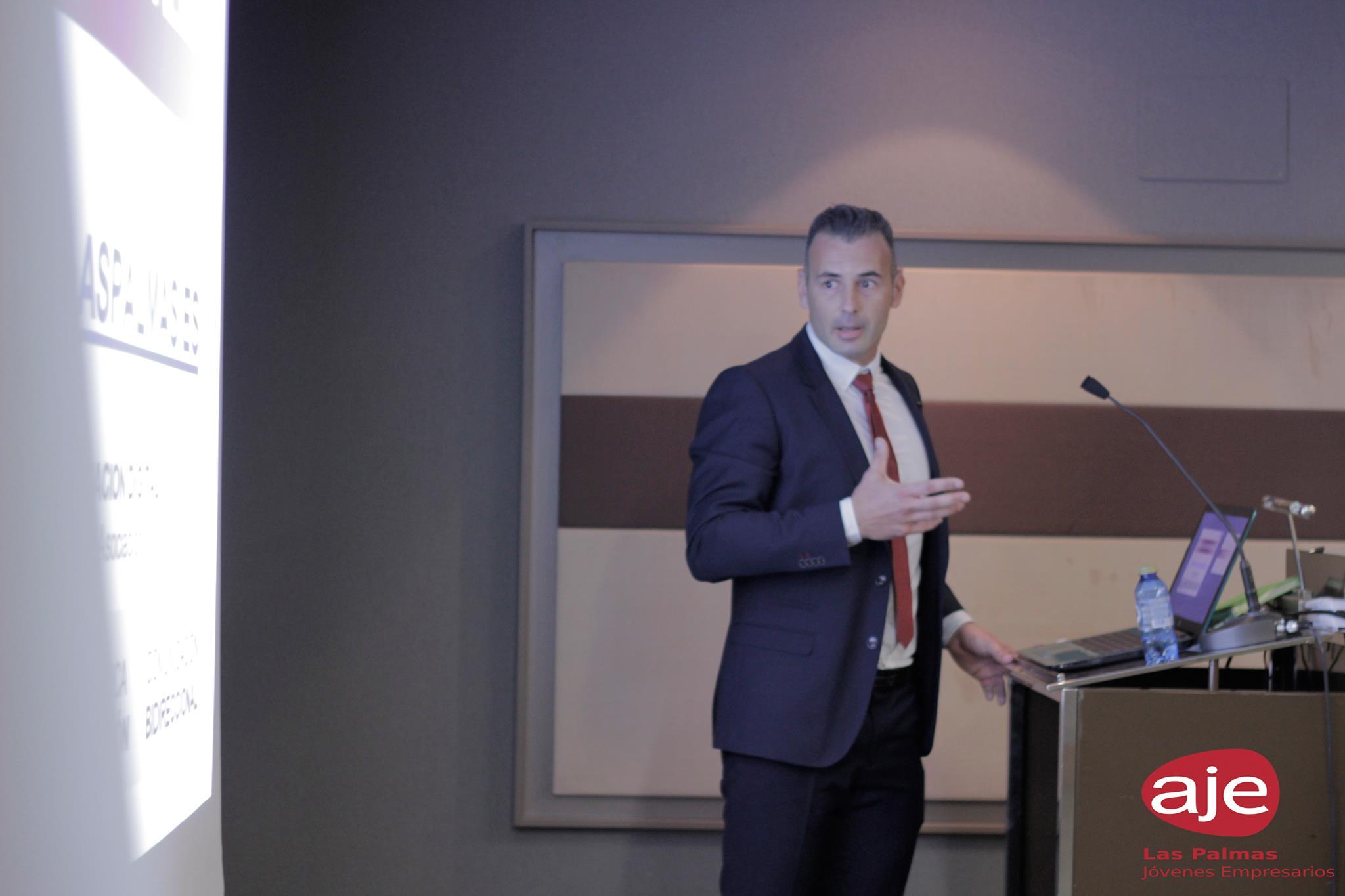 Enrique Hernández Nuez en la presentación del programa AJE Las Palmas 2018